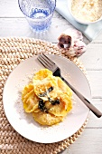 Pansotti con la zucca (pastry pockets filled with pumpkin)