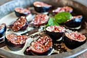 Roasted figs with sesame seeds