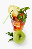 Iced tea with apples, lemon and mit