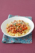 Shell pasta with a minced meat and chickpeas sauce
