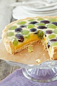 Grape tart with lemon cream and jelly