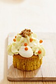 Carrot-walnut cupcake