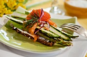 Pupernickel with asparagus, salmon and caviar for Easter (Sweden)