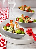 Romanesco salad with prawns and tomatoes