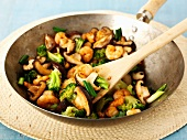 Stir-fried mushrooms with prawns and broccoli (Asia)