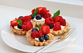 Tartlets with fresh berries and mint