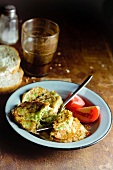 Zucchini puffer with tomatoes