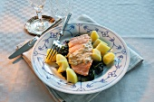 Salmon fillet with spinach and boiled potatoes