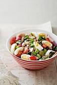 Vegetable salad with tuna and basil