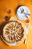 Puff pastry tart with apple