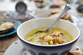 Corn chowder (sweetcorn soup, USA) with chicken