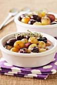 Salad with thyme and flambéed grapes