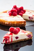 Cheesecake with raspberries and raspberry sauce