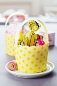 Cupcake cases as Easter baskets or guest favours