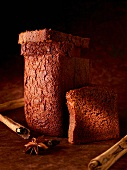 Spice cake, stood on end