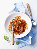 Wholemeal spaghetti with tomato sauce