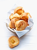 Yorkshire puddings in a bread basket (England)