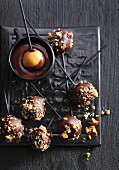 Cake pops with caramel brittle
