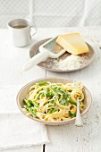 Spaghetti with green bean, onion and cream