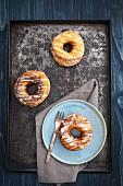 Mischung aus Donuts und Croissants