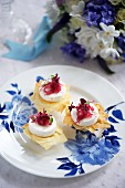 Puff pastry tartlets with goat's cheese and red onion confit