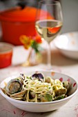 Spaghetti alle vongole (Spaghetti with clams, Italy)