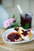White bread with beetroot chutney