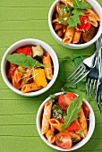 Penne with tomatoes, pepper and rocket