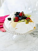 Meringue cake with fruit