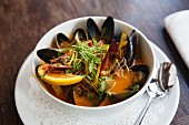Mussel stew with oranges