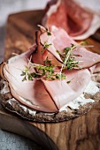 Crisp bread with ham and cress