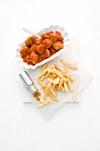 Curry sausage goulash with chips