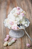 Frozen yogurt with marshmallows