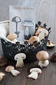 Button mushrooms, shiitake mushrooms and a drawing in a basket