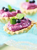 Shortcrust tartlets with mascarpone and blueberry cream