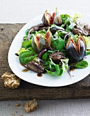 Green salad with figs and fried chicken liver