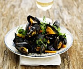Mussels with carrots and dill