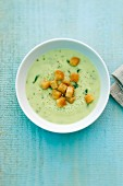 Kohlrabi soup with croutons