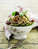 Spaghetti with spinach, olives and hazelnuts