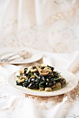 Creamy spinach with onions and black olives