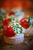 Bread topped with egg, tomato and chives