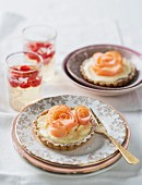 Lemon tartlets with apple roses