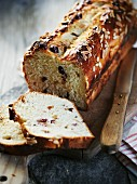 Fruit bread with almonds
