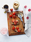 Pumpernickel with tahini and tomatoes