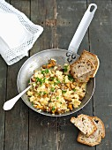 Scrambled eggs with chanterelle mushrooms served with bread