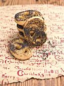 Poppyseed pretzels (Christmas)