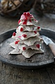 A liver sausage tree decorated with lingonberries