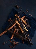 Christmas spices (vanilla pods, cinnamon sticks, star anise and cloves)