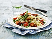 Pasta with bacon, green beans and tomatoes