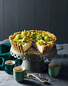 Cream cheese cake with green fruit